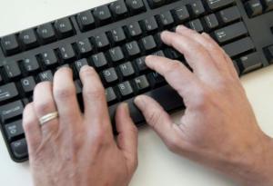 Arrestan a mil personas por solicitar favores sexuales por internet en EEUU