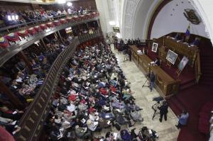 Constituyente asume funciones del Parlamento y oposición rechaza 'disolución'