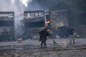 Encapuchados queman 18 camiones con alimentos en el sur de Chile