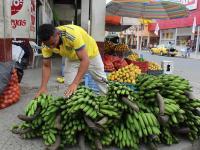 El guineo gana espacio ante la subida del plátano