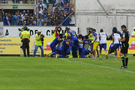 Delfín, puntero absoluto tras vencer en casa a Emelec