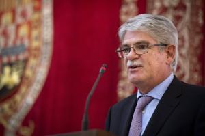Controversia por alojamiento de ministro español en la embajada de su país en Quito