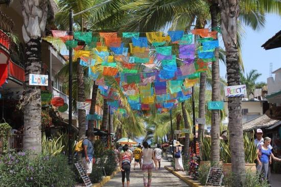 Sayulita, el pueblo mexicano que ofrece surf y descanso ¡junto a un cementerio!