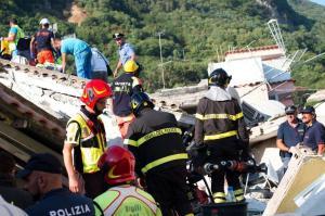 Ischia, destino turístico de Italia, vive un día negro tras sufrir un sismo