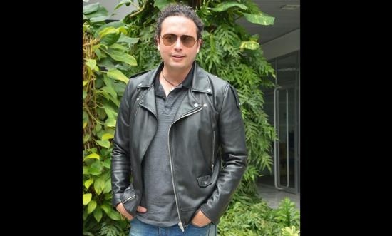 Fausto Miño fusiona ritmos musicales en su nuevo tema 'La vida es juego'