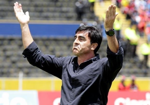 La FEF sigue a la espera de que Quinteros renuncie a la selección