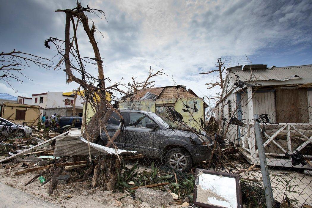 Texas demanda a tres empresas por subir precios durante huracán Harvey