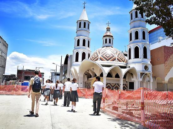 Tres calles abiertas por la procesión de la Virgen de la Merced