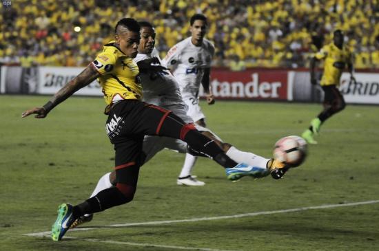 Barcelona SC y Santos de Brasil empatan 1-1 en la ida de los cuartos de final de la Copa LIbertadores
