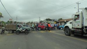 Ciudadanos protestaron en la vía Portoviejo-Santa Ana
