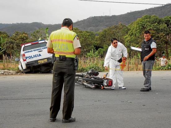 Un herido en choque de moto y patrullero