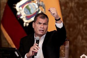 Rafael Correa pide que el presidente Lenín Moreno renuncie 'por ridículo'