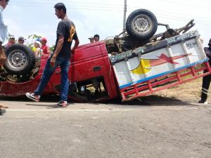 Dos muertos y doce heridos en accidente de tránsito en la vía Rocafuerte-Tosagua