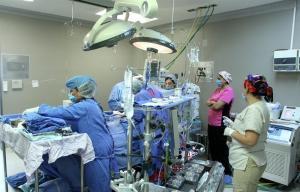 Realizan con éxito cirugía de corazón a niña durante terremoto en México