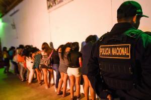 Rescatan a 28 ecuatorianas que eran explotadas sexualmente en Perú