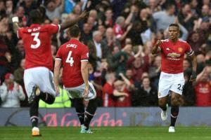 Antonio Valencia marca un golazo en el triunfo 4-0 del Manchester United sobre Everton