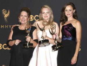 'The Handmaid's Tale' conquista los premios Emmy 2017