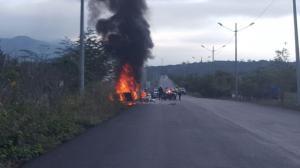 Vehículo se incendia en la vía La Pila-Cerro de Hojas
