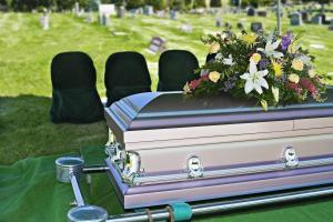 Prohíben tirarse de los pelos y llorar muy alto en los funerales