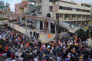 Confirman la muerte de 32 niños tras el derrumbe de un colegio en México