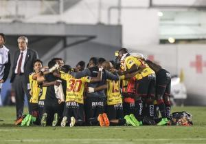 RESUMEN: Barcelona SC vuelve a jugar semifinales 19 años después tras vencer a Santos en Brasil