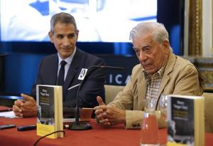Vargas Llosa dice que la comunicación en redes sociales es una 'caricatura de la lengua'