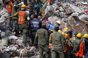 México: Continúan las labores de rescate tras terremoto que dejó al menos 225 muertos