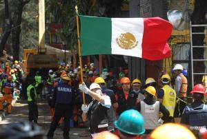 Miles de mexicanos vuelven al trabajo tras terremoto con la mira en los daños