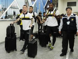 Jugadores de Barcelona SC arriban al país en medio de caluroso recibimiento de hinchas