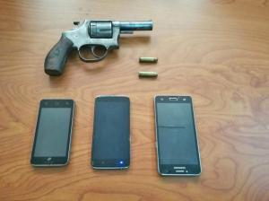Dos detenidos  con revólveres
