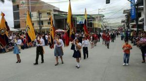 Flavio Alfaro celebra sus 77 años de fundación con un colorido desfile
