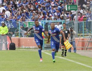Emelec vence por 0-2 a Deportivo Cuenca y se acerca a los líderes