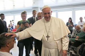 Acusan al papa Francisco de difundir 7 'herejías' en su exhortación sobre la familia