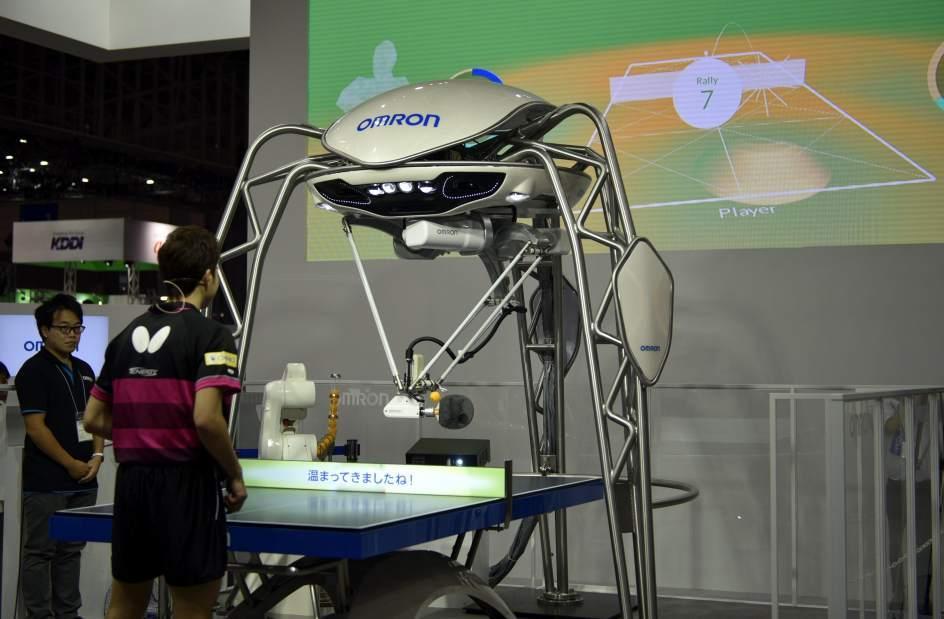 Robot se enfrenta a medallista olímpico en ping pong