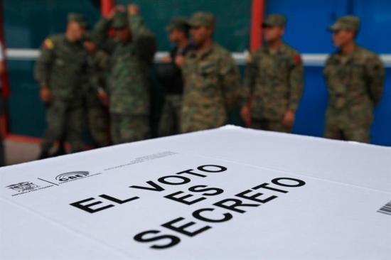 Corte Constitucional admite a trámite la consulta popular planteada por Moreno