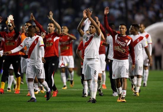 Perú declara 'jornada no laborable' por el partido con Colombia