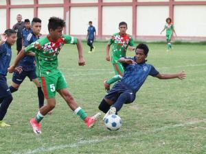 Manabí golea en su debut