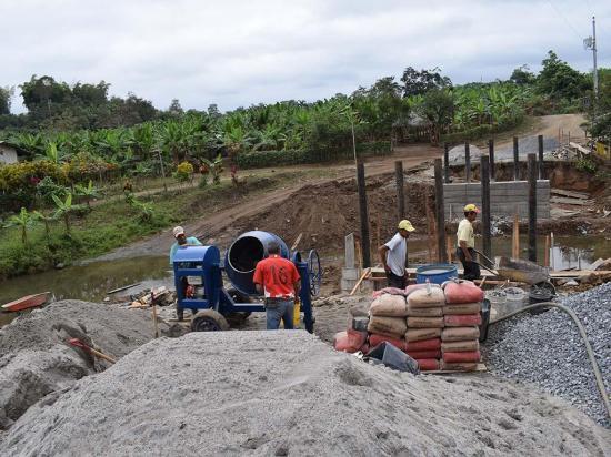 Tras el puente sobre el río El Pintado piden la vía