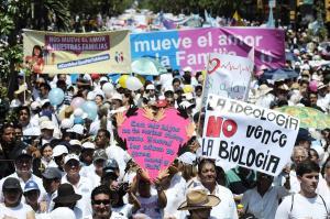 Grupos religiosos marchan contra la ideología de género en varias ciudades de Ecuador