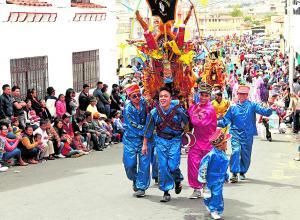 Festejo de fe y colorido