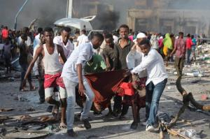 Continúan las tareas de rescate tras atentado que dejó 315 muertos en Somalia