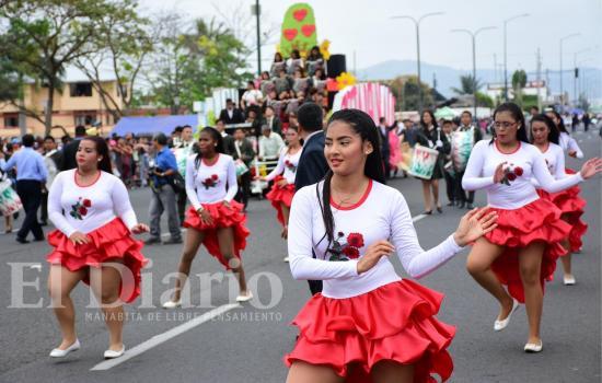 Desfile en honor a Portoviejo se vivió con alegría y civismo