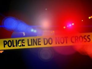 Dos hombres son atropellados mientras cambiaban la llanta de su carro