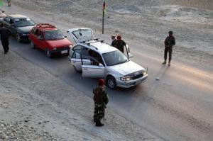 Dos ataques suicidas causan cerca de 70 muertos en mezquitas afganas