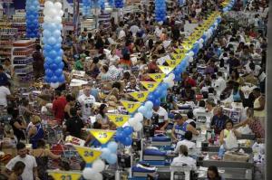 Miles colapsan supermercados en Río con ofertas de 'black friday' brasileño