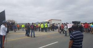 Agricultores ecuatorianos protestan y exigen control a cebolla peruana