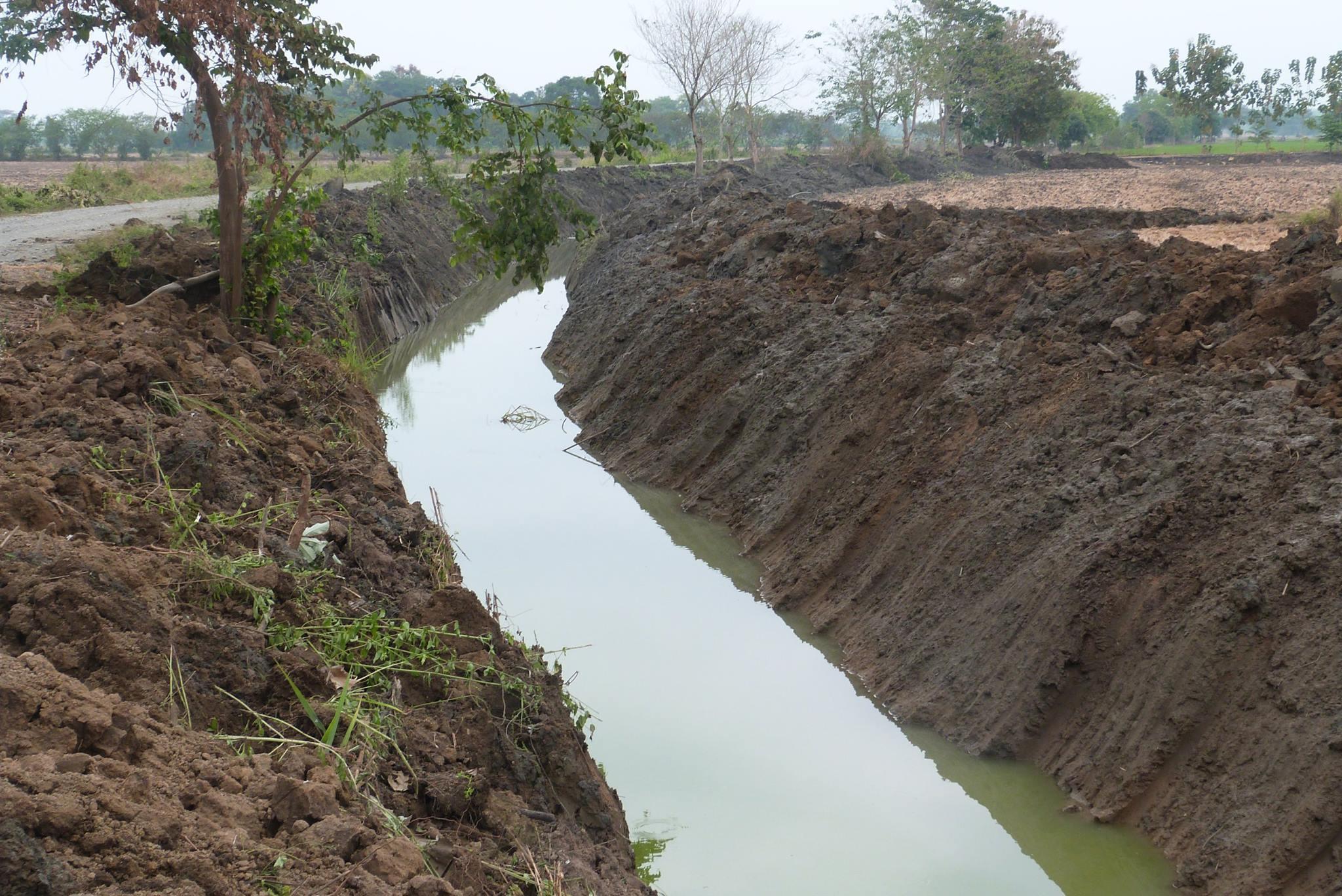 Limpian canales en  La Providencia