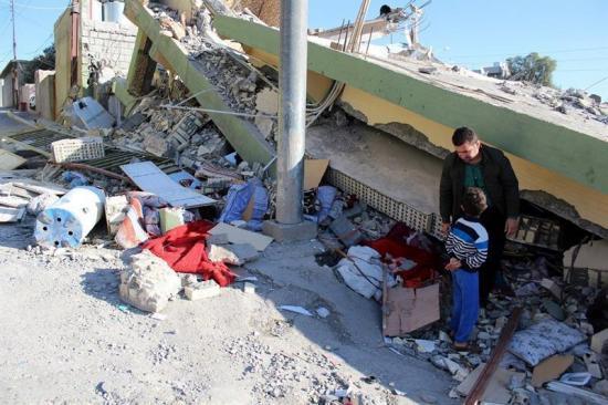 Irán decreta un día de luto nacional por las víctimas del terremoto cuya cifra asciende a 530