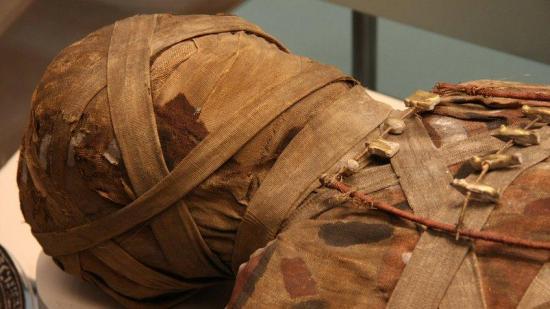Descubren una momia egipcia de la época grecorromana en buen estado