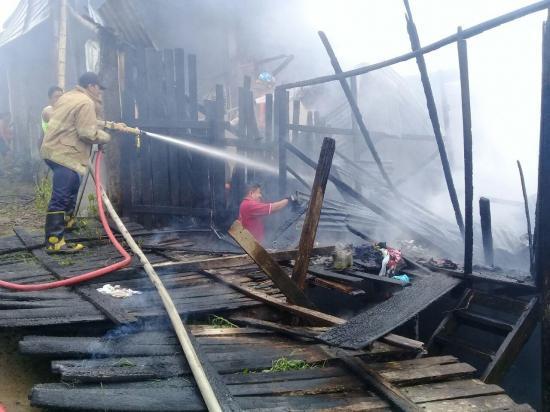 Incendio consume una vivienda en El Carmen